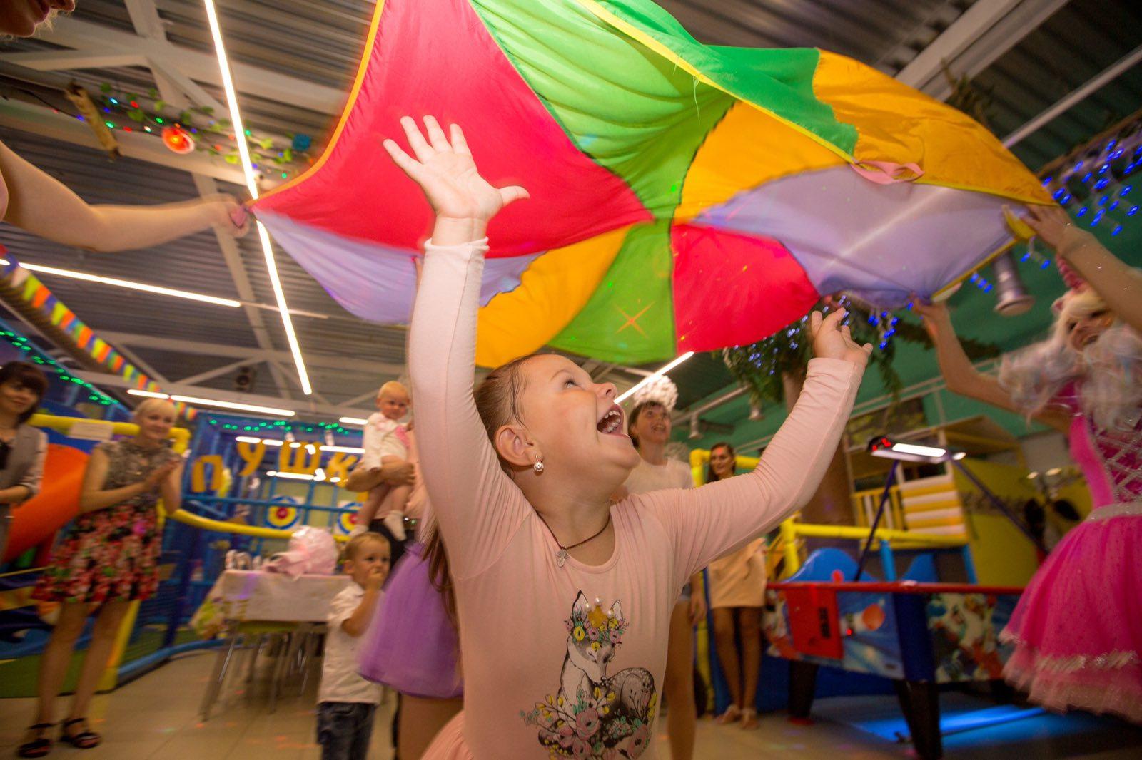Фотосессия детского праздника для годовасика «Жизнь в розовом цвете» post thumbnail